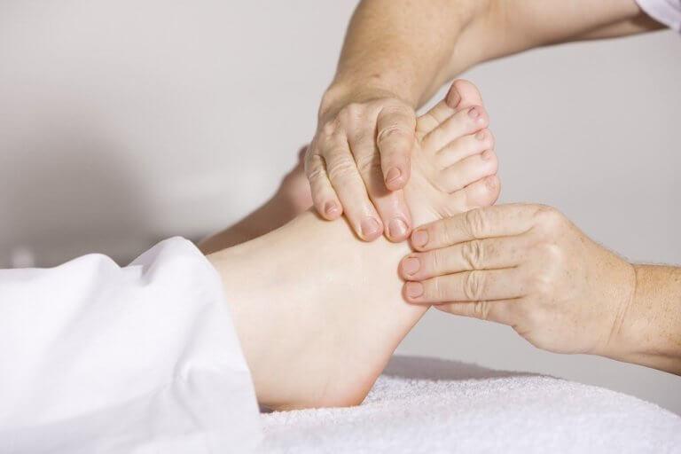 睡眠の質が悪いなと思ってる人は、寝る前に5分だけ足の裏を触ろう