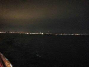 夜のフェリーからの夜景