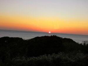ペンションの部屋からの早朝の景色