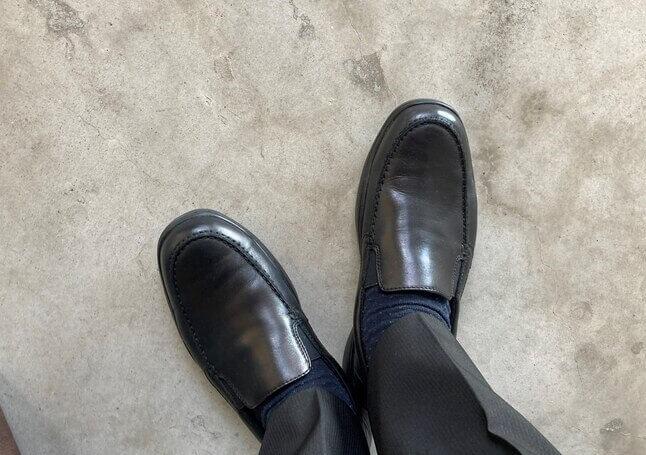 ベランダで撮影した靴